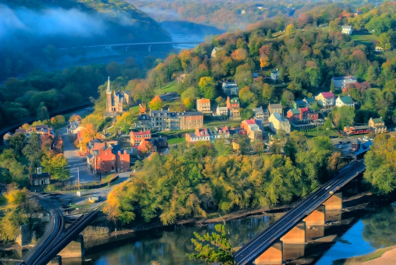 Harpers_Ferry_from_Maryland_Heights_by_Don_Burgess_(1900px)