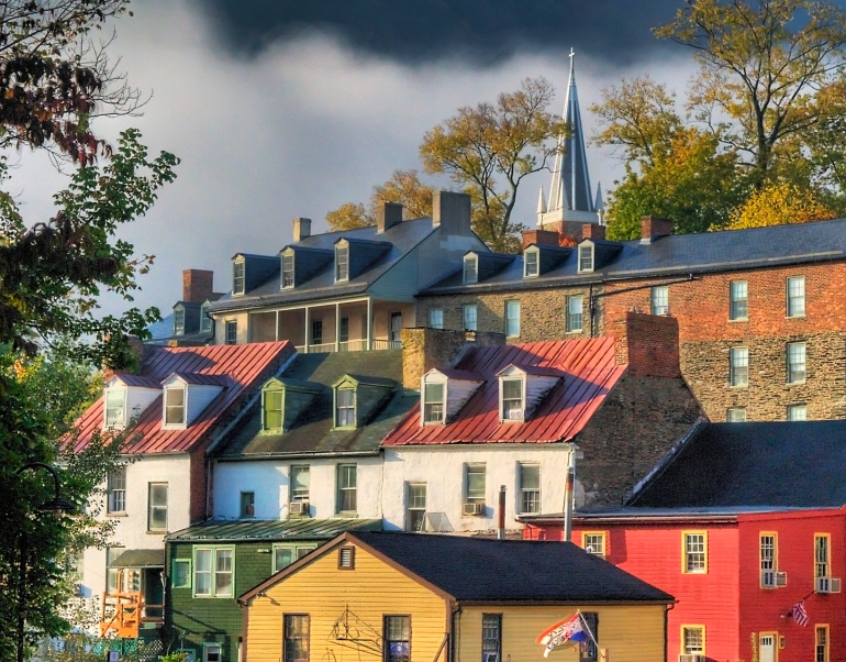 Harpers_Ferry_Rooflines_in_Autumn_Mist_by_Don_Burgess_(1600px)
